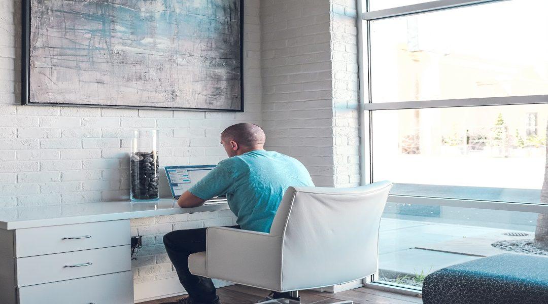 Hai mai pensato di trovare un lavoro da casa che ti permette di decidere quando lavorare, come lavorare e DOVE lavorare senza il minimo stress?